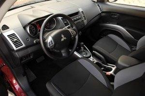 Mitsubishi_outlander_interior